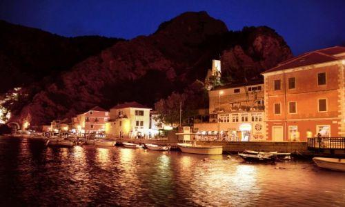 Zdjęcie CHORWACJA / Dalmacja / Omiś / Nocny Omiś