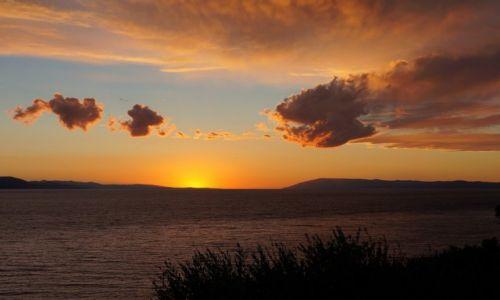Zdjecie CHORWACJA / Riviera Makarska / - - - - / są, płyną, miną...