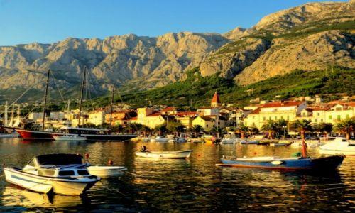 Zdjęcie CHORWACJA / Dalmacja / Makarska / spokój powoli ogarnia port...