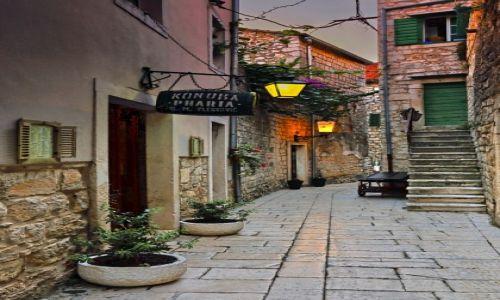 Zdjęcie CHORWACJA / Środkowej Dalmacji -Hvar /  Stari Grad  / W cieniu kamiennych uliczek-c.d-nocą