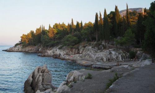 Zdjecie CHORWACJA / Pelješac / Trpanj / kamieniste wybrzeże półwyspu....