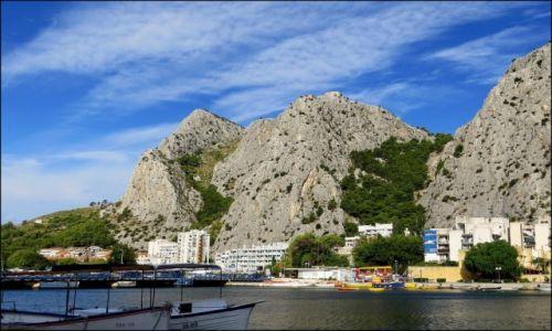 Zdjęcie CHORWACJA / Dalmacja środkowa / Omiš / niebo wróży ciekawy dzień...