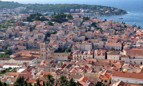 Zdjecie CHORWACJA / Hvar / Hvar -najważniejsze i  najpiękniejsze miasto na wyspie / rozłożyło się na wzgórzu nad zatoką...