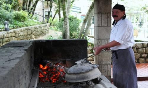Zdjecie CHORWACJA / Konavle / Gruda / Przygotowanie tradycyjnej peki