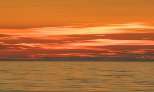 Zdjęcie CHORWACJA / okolice wyspy Bisevo / morze  / zachód na pełnym morzu