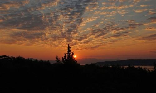 CHORWACJA / Środkowa Dalmacja / Donji Seget (widok na Trogir) / budzi się dzień nad Trogirem