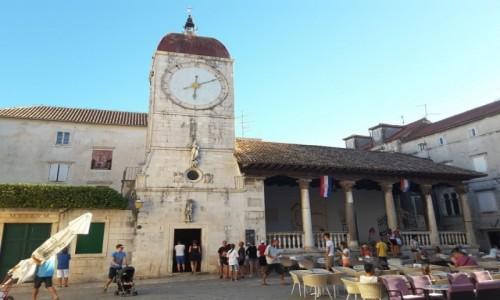 Zdjecie CHORWACJA / Dalmacja / Trogir / Trogir - wieża zegarowa i loggia miejska