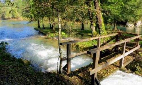 Zdjecie CHORWACJA / środkowa Chorwacja / Slunj, skansen młynów wodnych / liście lecą z drzew...