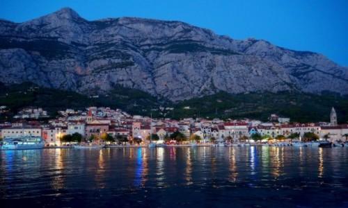Zdjęcie CHORWACJA / Riviera Makarska / Makarska / zabłysły portowe światełka...