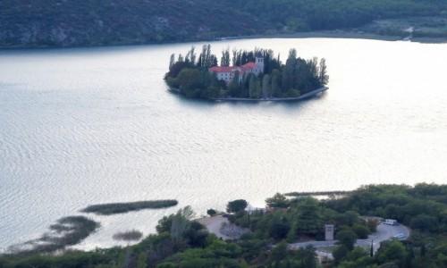 Zdjecie CHORWACJA / Dalmacja / Park Narodowy Krka, Visovac / na środku jeziora...