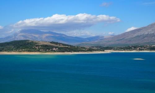 Zdjecie CHORWACJA / Dalmacja / Jezioro Perucko (w drodze z Knina do Sinj) / niebiesko, niebieściutko...