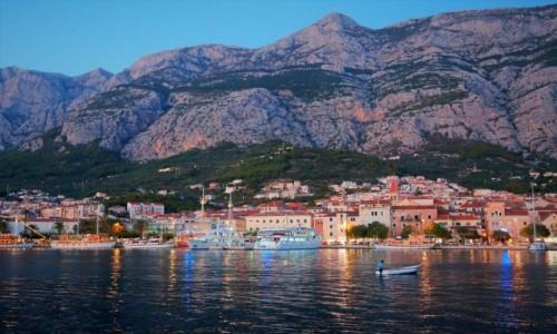 CHORWACJA / Riviera Makarska / port w Makarskiej / pierwsze światełka...