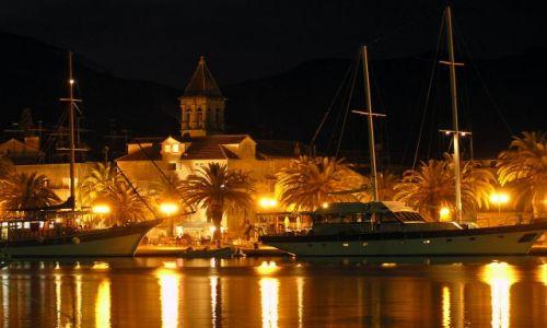 Zdjecie CHORWACJA / dalmacja / Trogir / port nocą