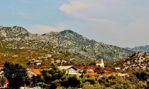 Zdjecie CHORWACJA / Dalmacja / Karlobag / U podnóża gór Velebit