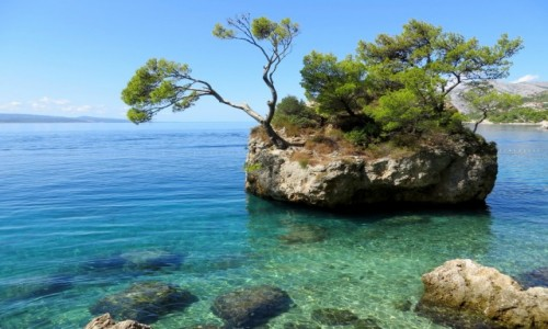 CHORWACJA / Riviera Makarska / Brela / w szmaragdowej wodzie...