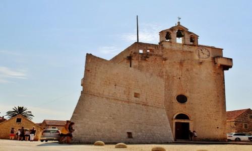 Zdjecie CHORWACJA / Wyspa Hvar / Vrboska / Kościół Matki Bożej Miłosierdzia z XVI wieku
