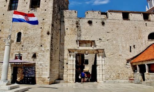 CHORWACJA / Dalmacja / Trogir / Brama morska z 1593 roku