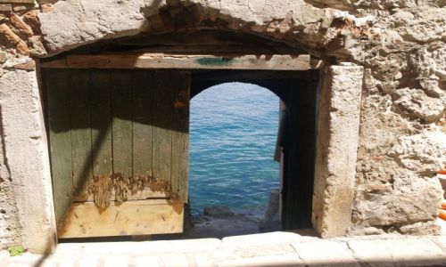 Zdjecie CHORWACJA / Istria / Rovinj / Woda w piewnicy