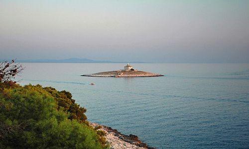 Zdjecie CHORWACJA / wyspa Hvar / peryferie miasta Hvar / przedwieczorny widok na morze
