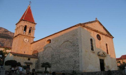 Zdjecie CHORWACJA / Wybrzeże dalmatyńskie / Makarska, / Kościół w Makarskiej