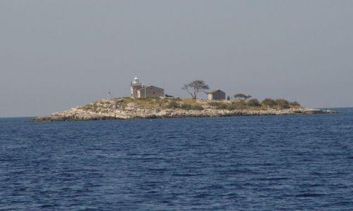 Zdjecie CHORWACJA / Drvenicki kanal / wyspa / Latarnia na kieszonkowej wyspie
