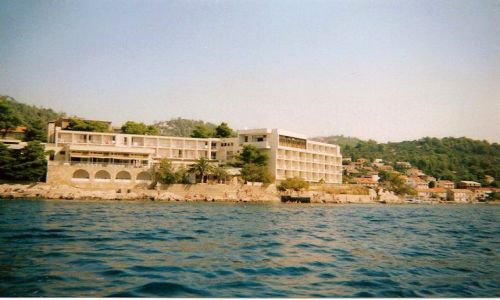 Zdjecie CHORWACJA / Korćula / Brna / Widok z zatoki na hotel Feral i Brnę