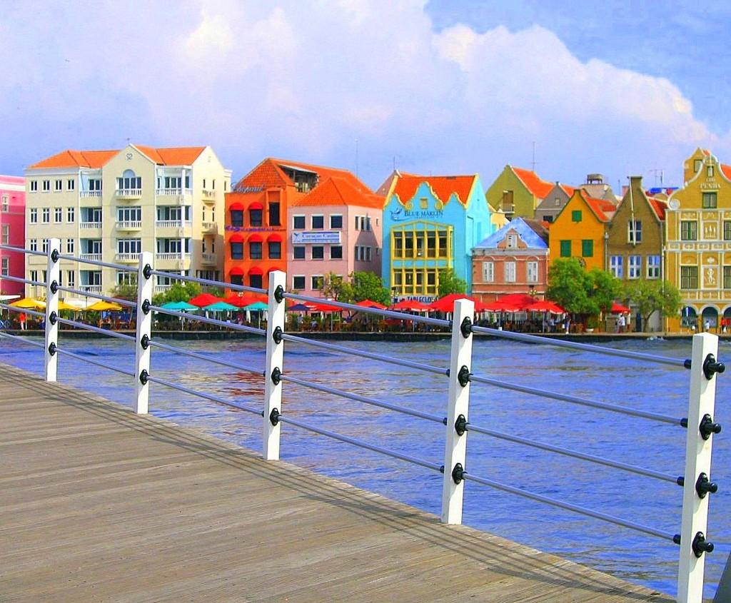 """Zdjęcia: widok z Mostu Krolowej Emmy, Willemstad, """"Maly Amsterdam"""", CURACAO (Holandia)"""