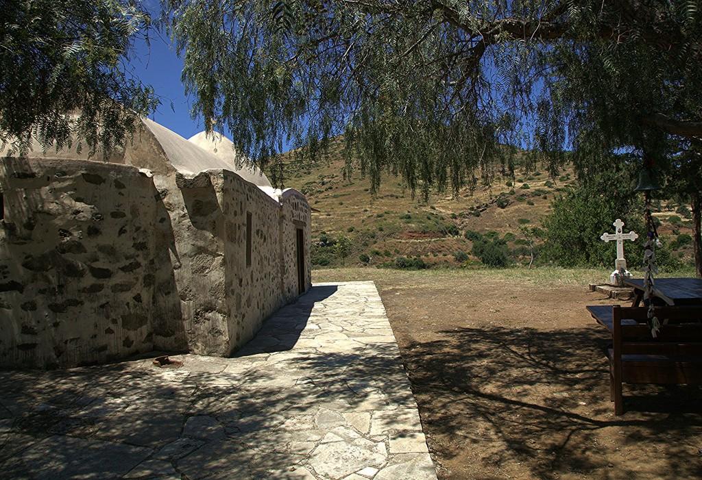 "Zdjęcia: Kato Pyrgos, Tylliria, Kaplica Matki Boskiej ""Galoktisti"", CYPR"