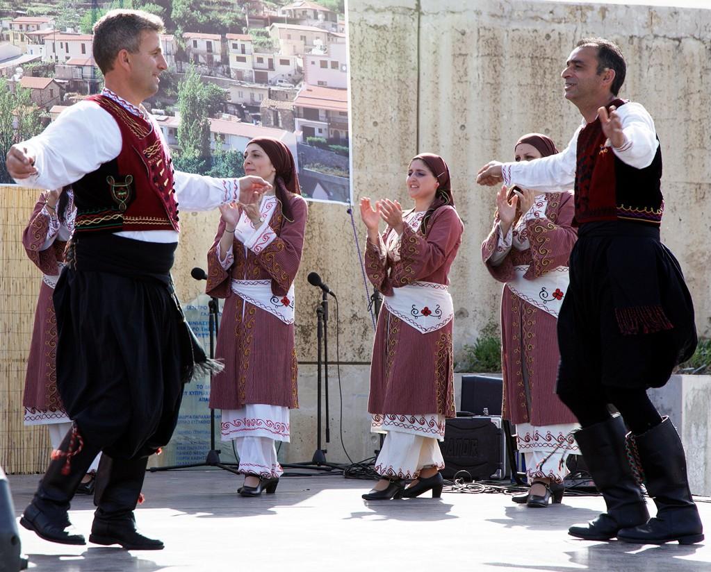 Zdjęcia: Agros, Pitsilia, Cypryjscy tancerze, CYPR