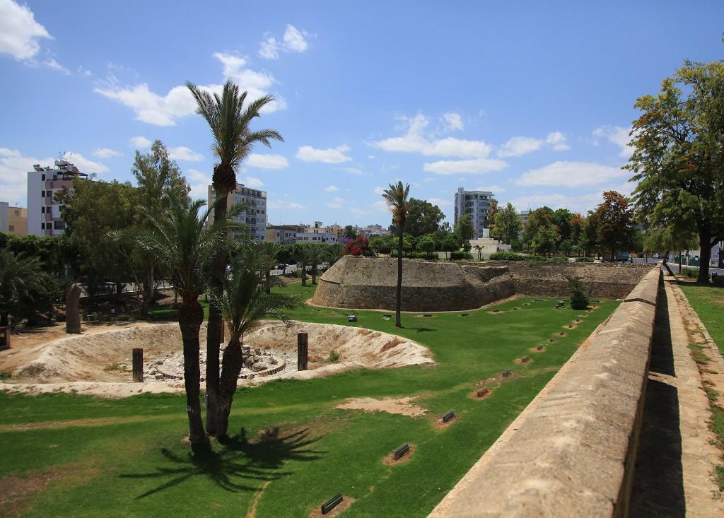 Zdjęcia: Brama Famagusta, Nikozja, Fragment murów miejskich, CYPR
