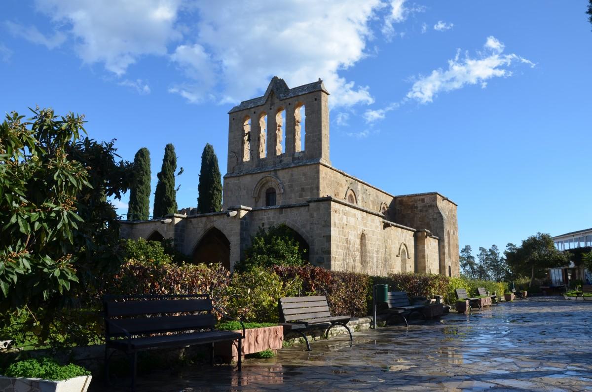 Zdjęcia: wioska Bellapais, Północ. Turecka część wyspy, Gotyckie opactwo pokoju, CYPR