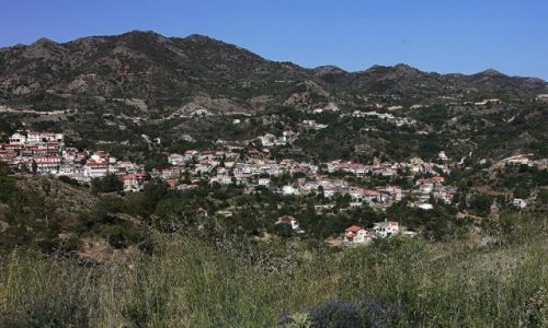 Zdjęcie CYPR / Pitsilia / Agros / Różane miasteczko w Górach Troodos