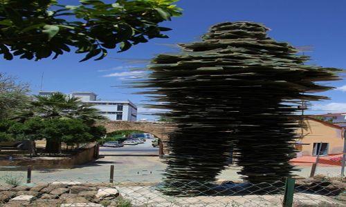 Zdjecie CYPR / Nikozja / Brama Ammochostos  / Poeta, rzeźba ze szkła