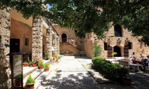 Zdjęcie CYPR / Kyrenia  / Zamek / Kafejka w cieniu drzew
