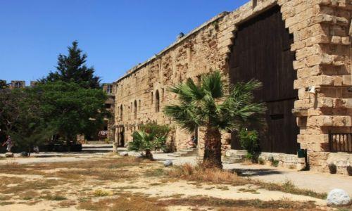 Zdjęcie CYPR / Kyrenia  / Zamek / Mury