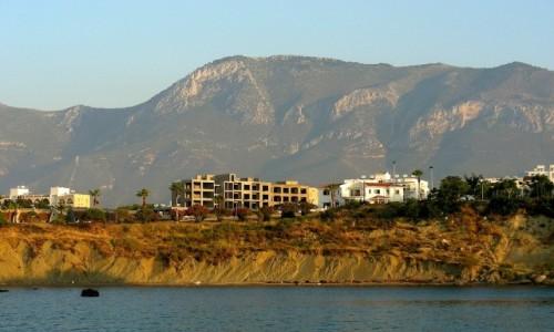 CYPR / Kyrenia / okolice Girne / Widok na góry z morza Śródziemnego.
