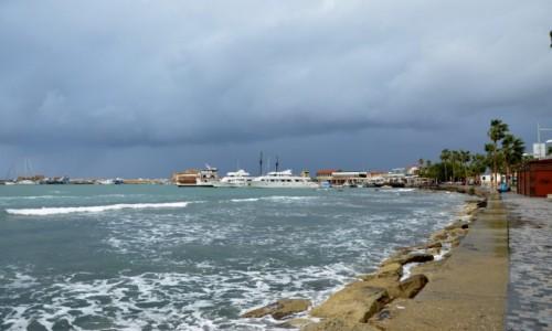Zdjęcie CYPR / Zachód. Grecka część wyspy. / Pafos / W kierunku portu w Pafos