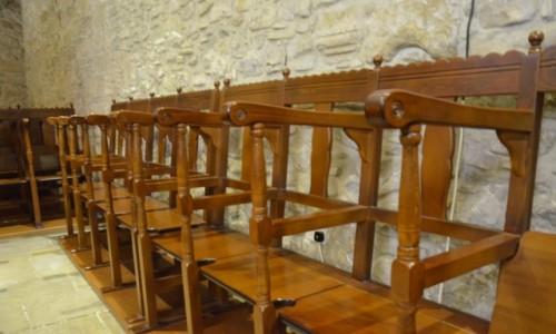 Zdjęcie CYPR / grecka część wyspy. / np. Larnaka / Krzesła w monastyrach cypryjskich - ciekawostka :-)