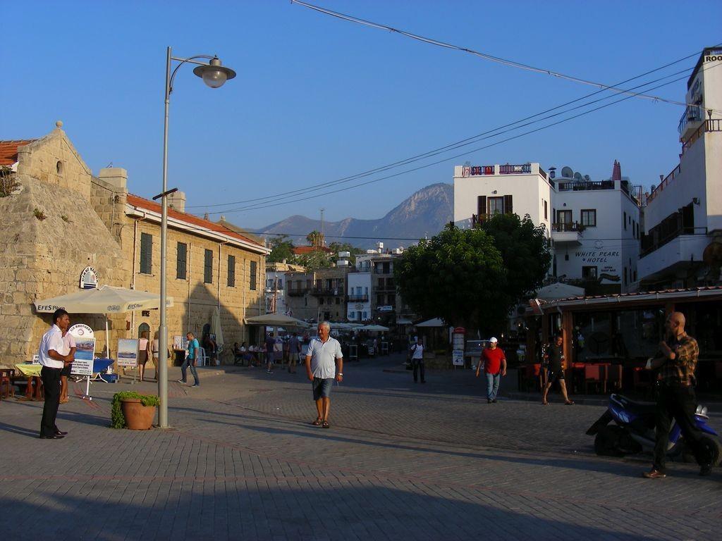 Zdjęcia: Girne, Kyrenia, Życie na ulicy w Girnem, CYPR PÓŁNOCNY