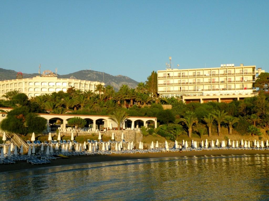 Zdjęcia: Nad brzegiem Morza Śródziemnego, okolice Yesziltepe, Hotele i plaża, CYPR PÓŁNOCNY