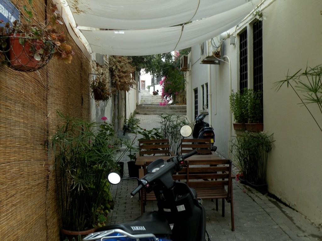Zdjęcia: Girne, Kyrenia, Przytulna uliczka, CYPR PÓŁNOCNY