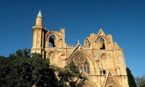Zdjecie CYPR PÓŁNOCNY / Famagusta / miasto / Meczet Mustafy Lali (katedra Św. Mikołaja)