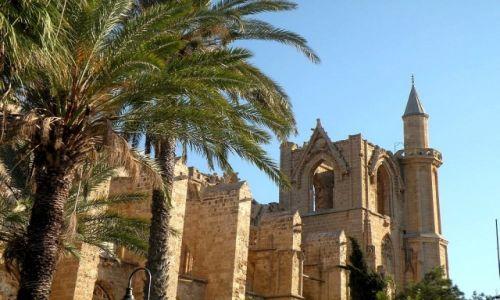 Zdjęcie CYPR PÓŁNOCNY / Famagusta / miasto / Meczet Mustafy Lali, widok z tyłu