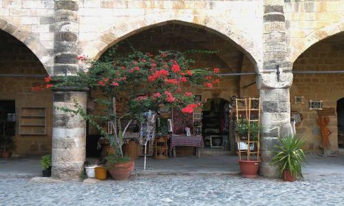 Zdjęcie CYPR PÓŁNOCNY / Famagusta / takie ich arkady / Coś w rodzaju kiosku z pamiątkami
