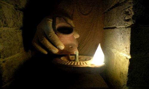 Zdjęcie CYPR PÓŁNOCNY / Kyrenia / Girne / Twierdza muzeum, lampa oliwna
