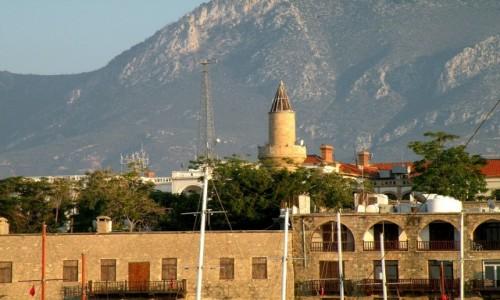 Zdjęcie CYPR PÓŁNOCNY / Kyrenia / Girne / Widok na Girne z portu.