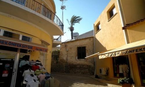 Zdjęcie CYPR PÓŁNOCNY / Famagusta / miasto / Uliczka w Famaguście