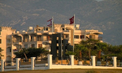 Zdjęcie CYPR PÓŁNOCNY / Kyrenia / okolice Girne / Zabudowa