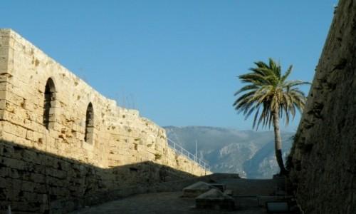 Zdjęcie CYPR PÓŁNOCNY / Kyrenia / Girne / Przejście w twierdzy