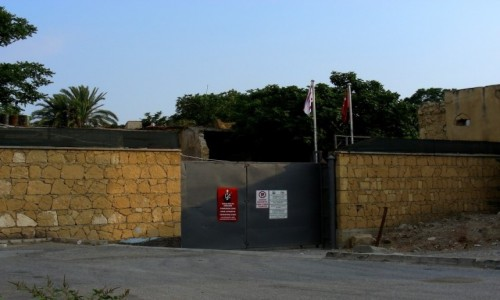 Zdjęcie CYPR PÓŁNOCNY / Nikozja / miasto / Za bramą, strefa niczyja